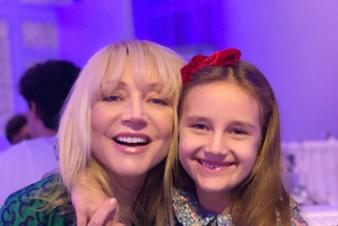 Кристина Орбакайте на самоизоляции рада проводить время вместе с дочкой