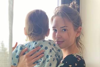 «Не пишите глупости»: Алена Гаврилова - о разводе и слухах о том, что Эмин забрал дочь