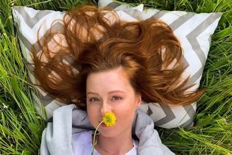 «Главный секрет - быть в гармонии»: Юлия Савичева о материнстве, красоте и жизни на самоизоляции