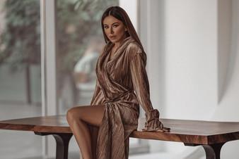 Ани Лорак представила клип на песню «Страдаем и любим»