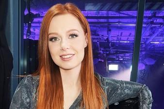 Космическая премьера: Юлия Савичева представила клип на песню «Сияй»