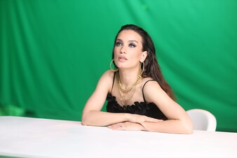 «Сделал шаг»: Виктория Дайнеко восхищает стильными образами в новом клипе