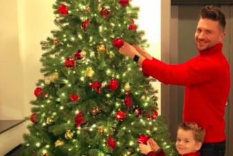 Сергей Лазарев с сыном нарядили новогоднюю ёлку